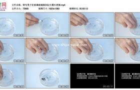高清实拍视频素材丨特写男子在玻璃烟灰缸中摁灭香烟