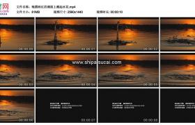 2K实拍视频素材丨晚霞映红的湖面上溅起水花