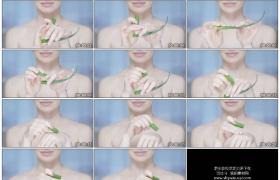 4K实拍视频素材丨特写女子用芦荟汁涂抹到手上