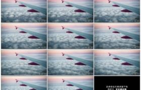 高清实拍视频素材丨飞机从云层上空飞过从舷窗拍摄机翼
