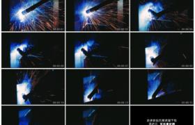 高清实拍视频素材丨工业机器人手臂自动化焊接金属火花四溅