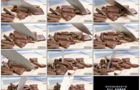 4K实拍视频素材丨特写在菜板上将巧克力切碎