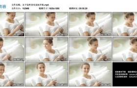 高清实拍视频丨女子边听音乐边玩手机