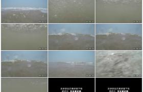 高清实拍视频素材丨波浪翻滚溅到镜头上模拟人落水的主观镜头