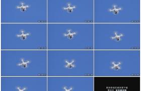 高清实拍视频素材丨白色的无人机在蓝色的天空上飞行