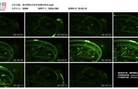 高清实拍视频丨绿光照射中的手表指针转动