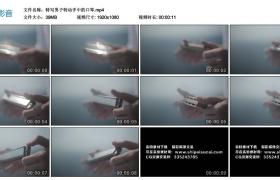 高清实拍视频丨特写男子转动手中的口琴