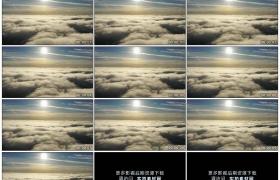 高清实拍视频素材丨飞机飞行在云层上空的天空和太阳