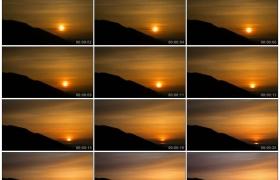 4K实拍视频素材丨乡村的天空中夕阳从山峰慢慢落下