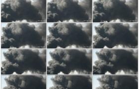 高清实拍视频素材丨火灾爆发滚滚黑色浓烟升上天空