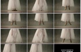 高清实拍视频素材丨穿着白纱裙的芭蕾舞演员跳舞