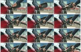 4K实拍视频素材丨特写在加油站给汽车加油