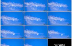 4K实拍视频素材丨一轮月亮在蓝天白云中缓缓落下