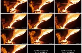 高清实拍视频素材丨特写钢铁生产冶炼厂火红的钢水热钢浇注