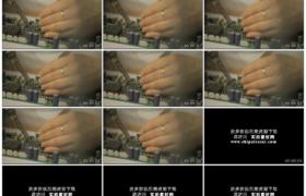 高清实拍视频素材丨特写维修人员用电烙铁焊接电器元件