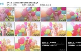 高清实拍视频素材丨女孩在公园里拿着气球跟随着镜头前进
