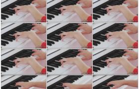 4K实拍视频素材丨特写女子双手按动黑白的琴键弹奏钢琴