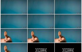 4K实拍视频素材丨特写拇指放在玻璃上进行指纹扫描