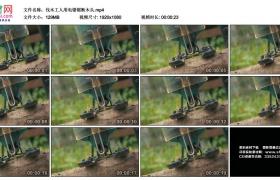高清实拍视频丨伐木工人用电锯锯断木头