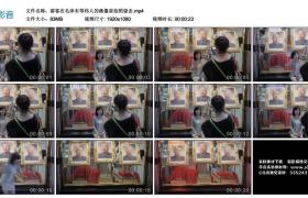 高清实拍视频丨游客在毛泽东等伟人的画像前拍照留念