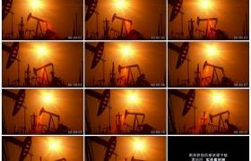 高清实拍视频素材丨向左摇摄逆光剪影下的石油油田井架
