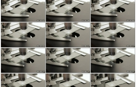 4K实拍视频素材丨特写用显微镜检查玻璃片上的样本