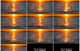 4K实拍视频素材丨红色的夕阳照射下水面上波浪翻滚慢镜头