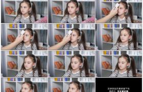 4K实拍视频素材丨特写医生给漂亮的小女孩测试体温