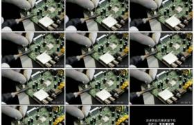 4K实拍视频素材丨摇摄维修人员用电烙铁焊接电器电路板