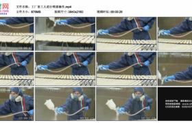 4K实拍视频素材丨工厂里工人进行喷漆操作