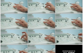 4K实拍视频素材丨特写医生拨动超声波检测仪的按钮