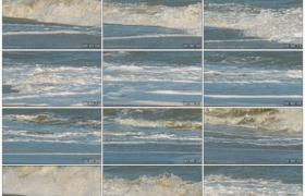 高清实拍视频素材丨波浪翻滚潮起潮落冲刷着沙滩慢镜头
