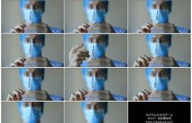 4K实拍视频素材丨特写医生在注射前排除针管中的空气