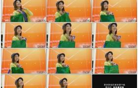 高清实拍视频素材丨商场里购物后提着购物袋开心蹦跳的女孩