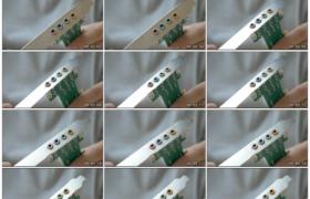 4K实拍视频素材丨特写展示手中的声卡